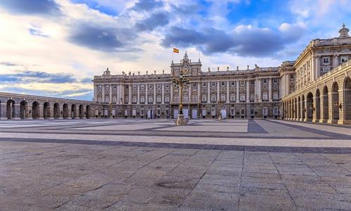 Go to the best-known landmarks of Madrid