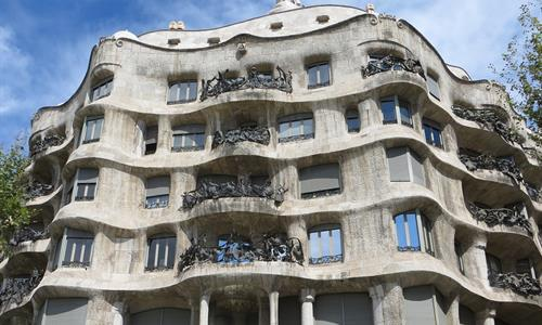 Gaudí designed Casa Mila with natural forms. Therefore, no straight angle can be found.