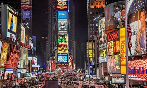 El bullicioso y reconocido Time Square en una noche tranqulia - Tiqy
