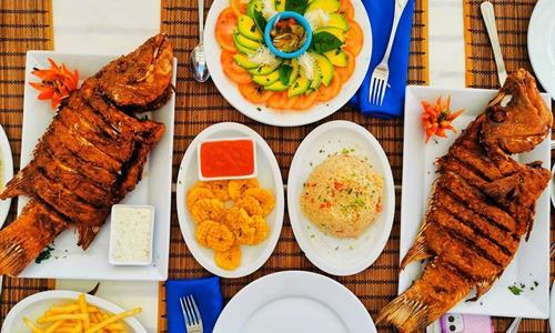 San Blas enjoy freshly caught food