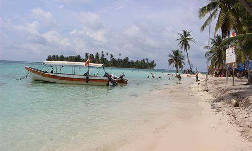 The most common way of going to San Blas is by taking a tour.