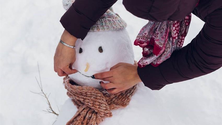 Building a Snowman in sierra nevada, Adventure Day Trip in Sierra Nevada