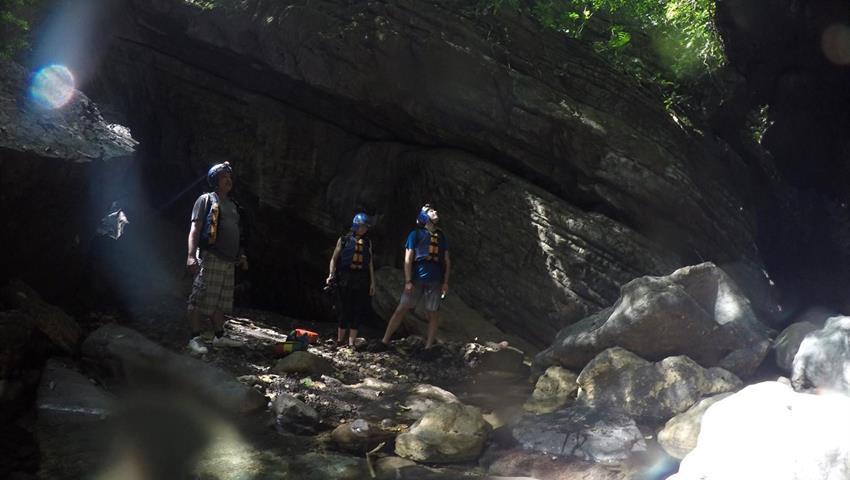 Exploring the cave - tiqy, Cañonismo en Bayano