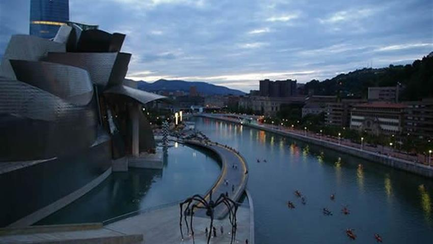 Get to know Bilbao in Canoe, Bilbao in Canoe