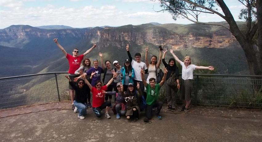 Blue Mountains Day Hike group of people, Blue Mountains Day Hike