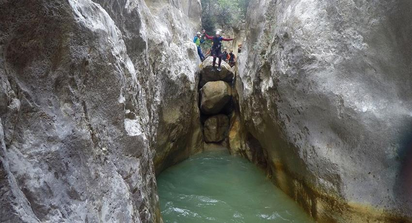 Cayoning in the pyreness from barcelona water, Canyoning Adventure in the Pyrenees from Barcelona
