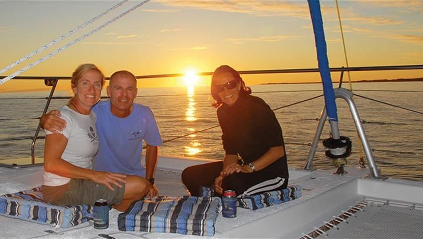 friends tiqy, Champagne Sunset Sail