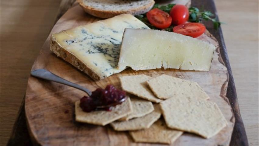 Cheese and Wine Pairing - Tiqy, Cheese and Wine Pairing