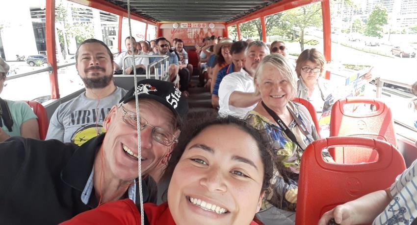 Happy clients in City Tour - Tiqy, Tour en autobús turístico en la ciudad de Panamá