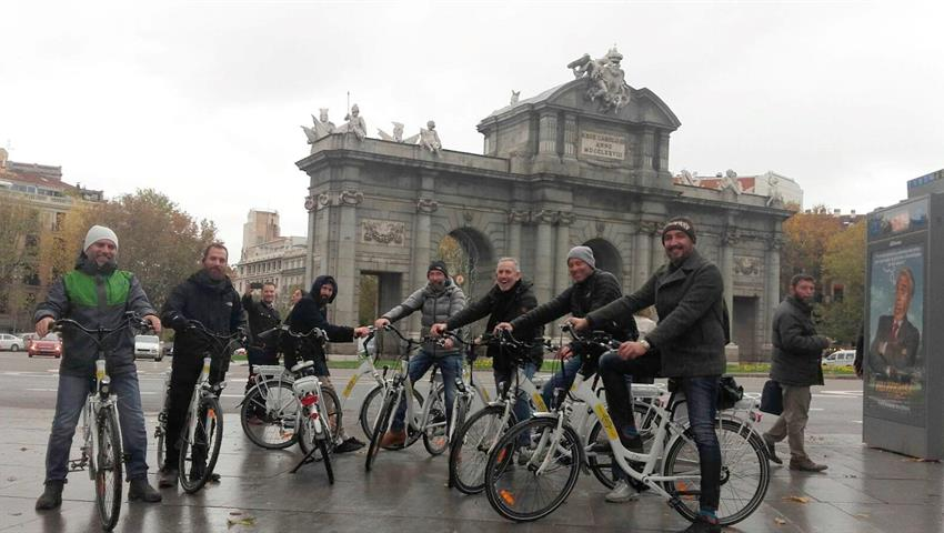 Big group exploring Madrid - tiqy, Essential Madrid Bike Tour