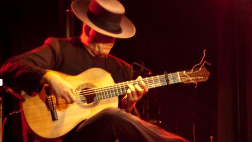 acoustic music presentation - tiqy, Flamenco y Tour de Tapas de Noche