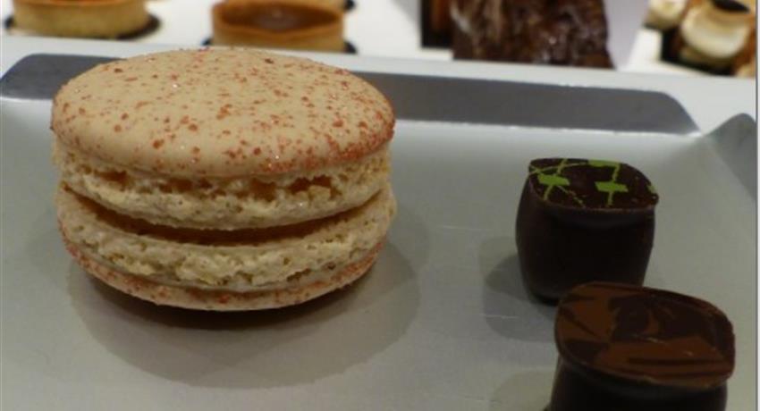 1, Food Tour Halles de Lyon