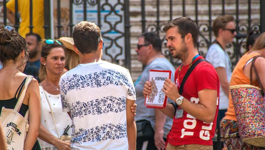 Guide explaining the history - tiqy, Free Walking Tour in Malaga