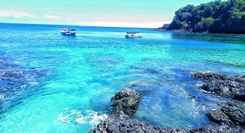 Very blue water..., Gamez Island and Bolaños Island Tour