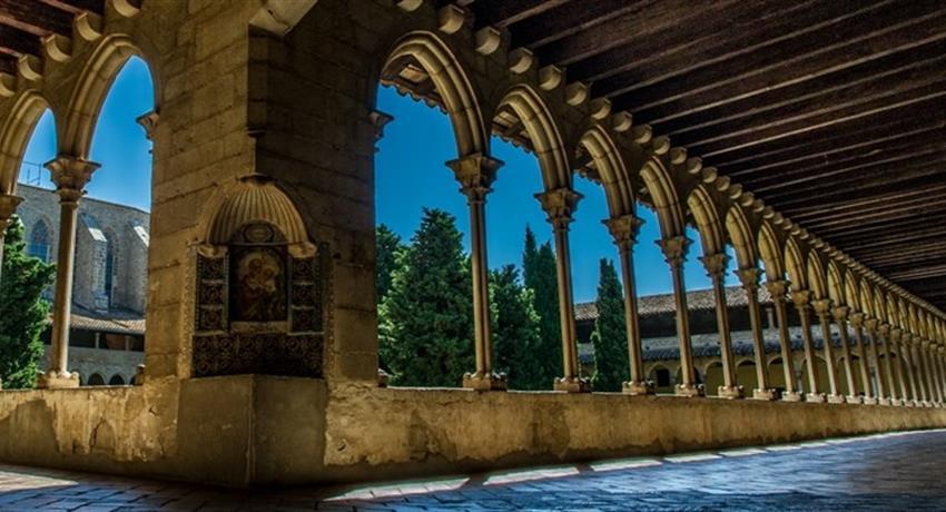 Discover Gaudi Barcelona tour halls, Discover Gaudi Barcelona Tour