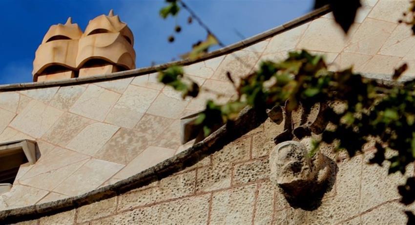 Discover Gaudi Barcelona tour walls, Discover Gaudi Barcelona Tour