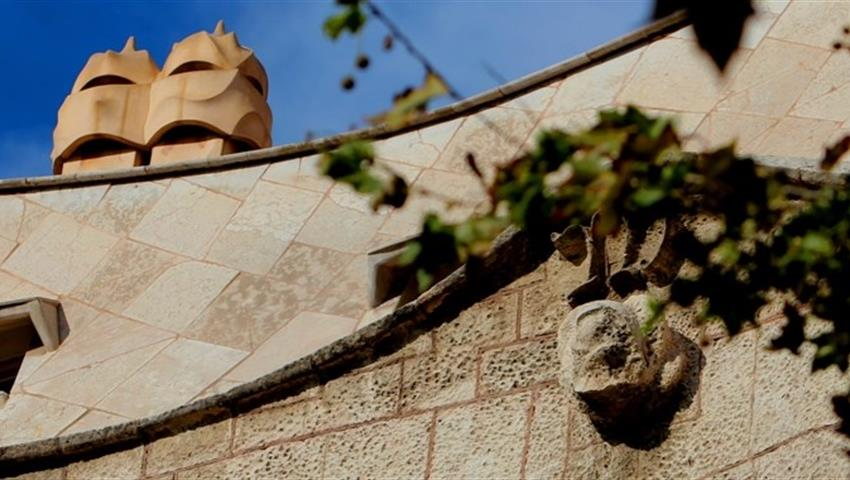Discover Gaudi Barcelona tour walls, Arquitectura de Gaudi en Barcelona