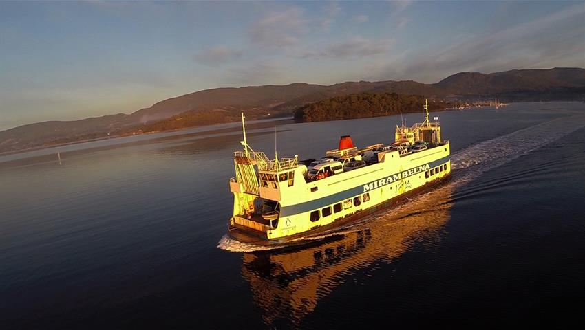 Bruny Island Travellers Ferry crossing, Gourmet Experience on Bruny Island