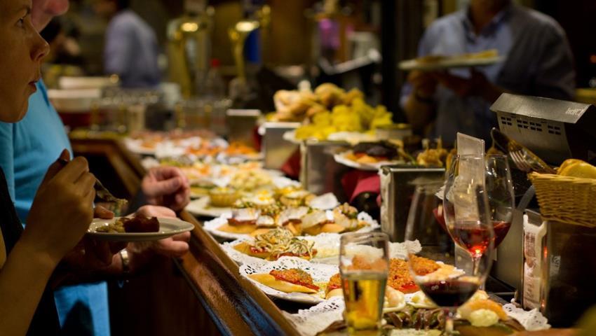 explaining te tour - tiqy, Tour de Tapas Gourmet en Málaga