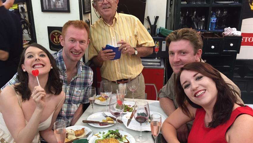 couples and the tour guide - tiqy, Tour de Tapas Gourmet en Málaga