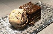 Browniw con helado de vainilla - Tiqy, Gourmet Tapas Route