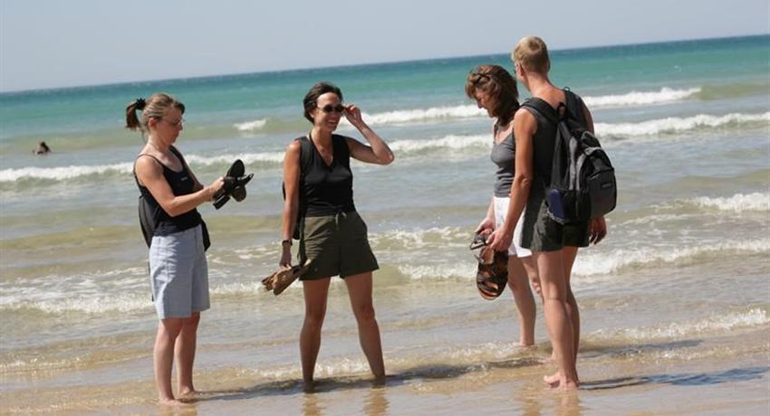 Great Ocean Road bus tour girls, Great Ocean Road Bus Tour