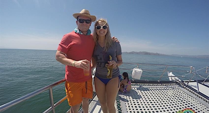 couple, Isla Tortuga Full Day Tour