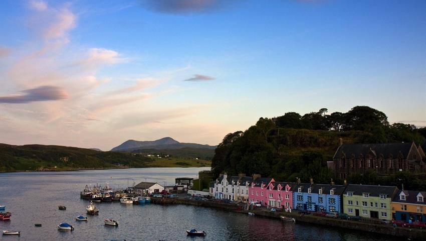 ISLE OF SKYE, EILEAN DONAN CASTLE tiqy, Isle of Skye, Eilean Donan Castle