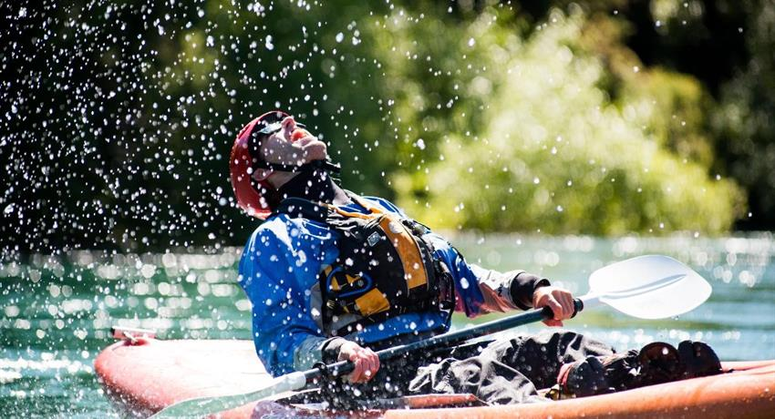 kayak and river tiqy, Kayak en el Poderoso Clutha