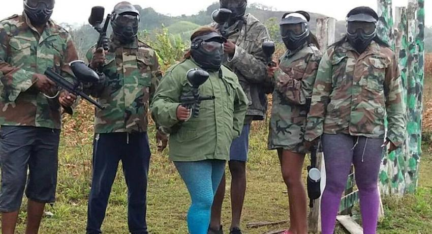 Group of friend before canopy - tiqy, Paintball Adventure
