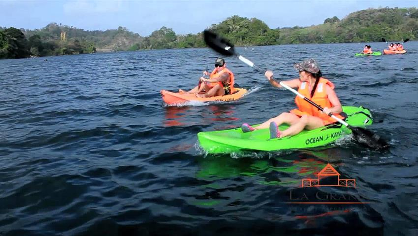 Kayak Lake Gatun Couple Panama, Lake Gatun Kayak Tour from Panama City