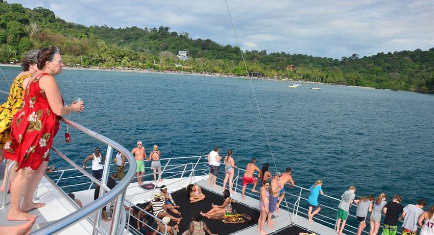 Beyond the sea, Manuel Antonio Catamaran Tour