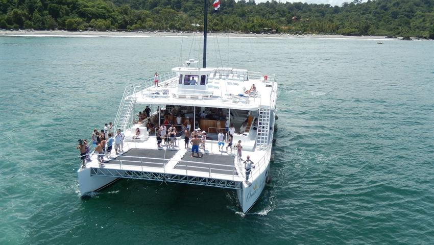 Waiting for me, Tour por Manuel Antonio en Catamaran