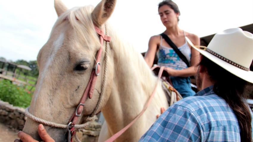 4, Horseback Riding to Xunantuninch Ruins
