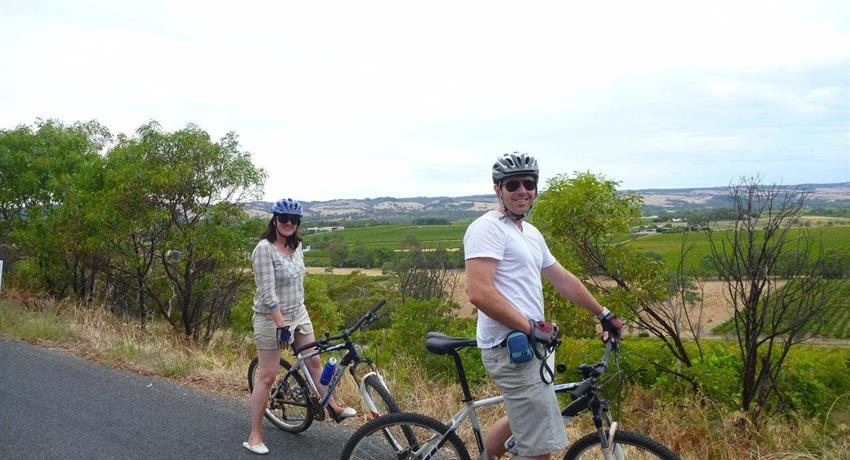 McLaren Vale Bike and Wine Day lunch couple, McLaren Vale Bike and Wine Day Tour