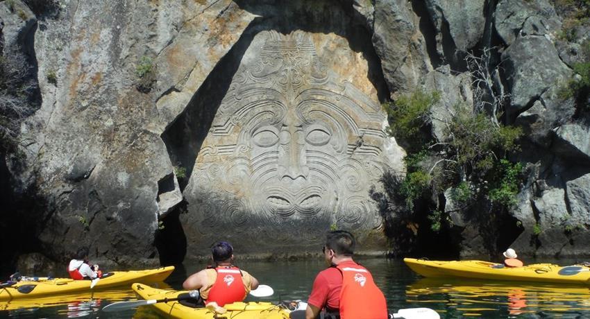 kayak tiqy, Mine Bay Rock Carvings Tour