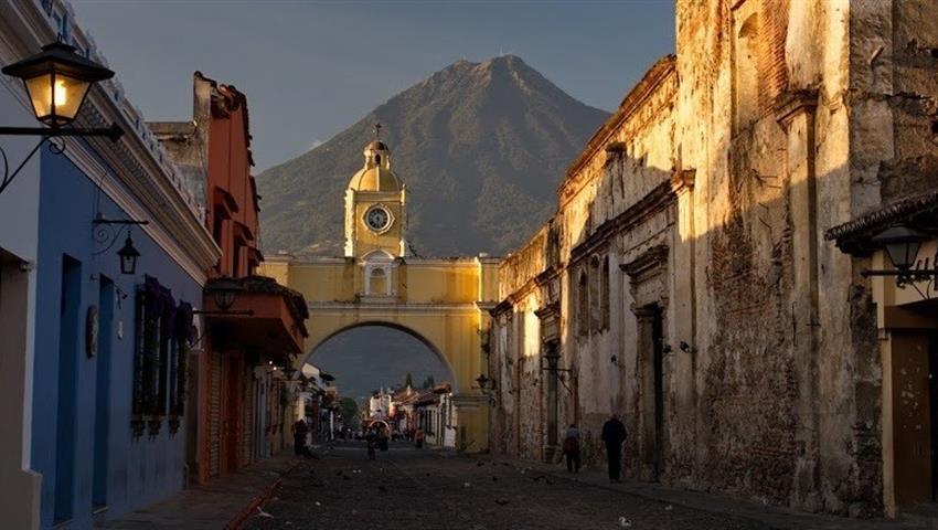 Plaza principal de Guatemala - tiqy, Mini Adventure in Antigua