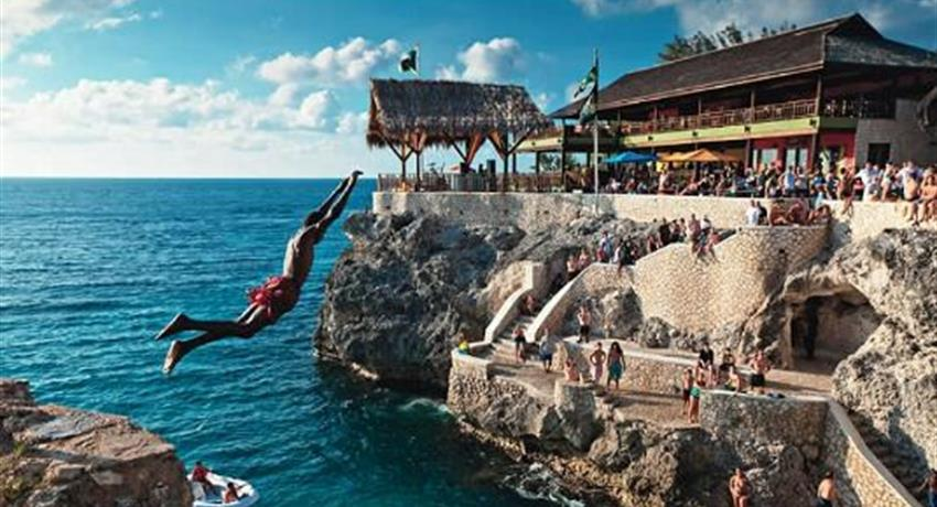 2, Negril Beach and Ricks Cafe Cliff Jumping Experience