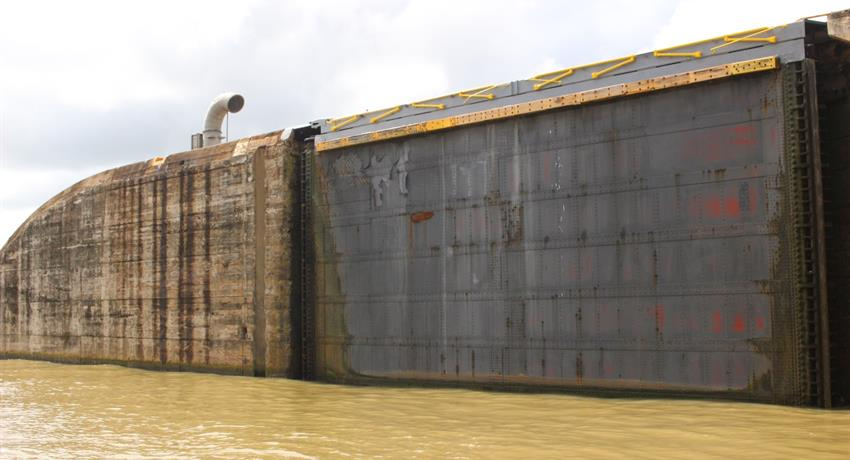 floodgates open and close - tiqy, Ocean to Ocean Tour through the Panama Canal