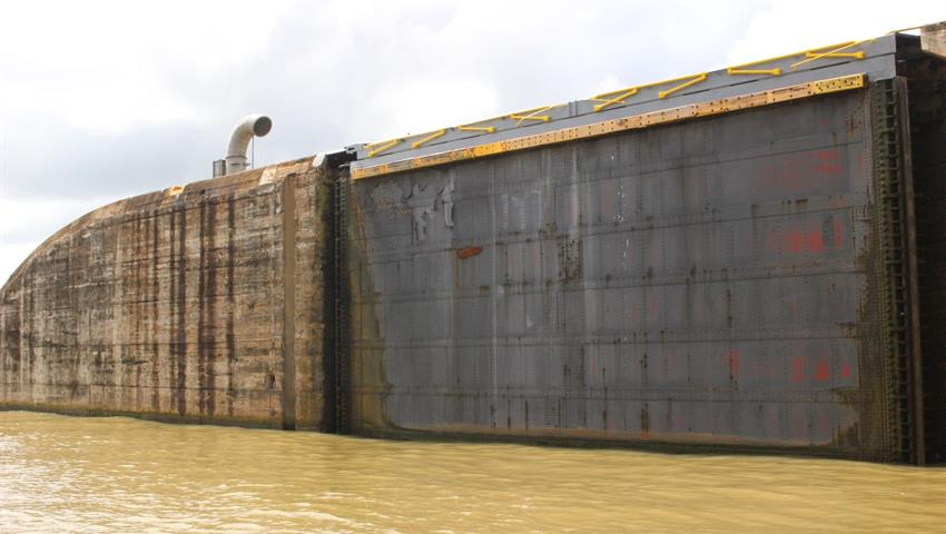 floodgates open and close - tiqy, Tour de Océano a Océano por el Canal de Panamá