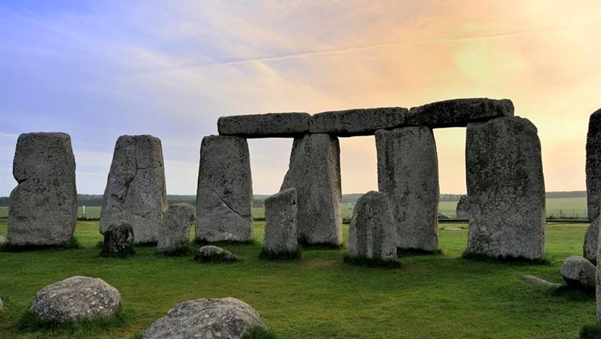 Stonehenge, One Day Trip in Stonehenge and Bath