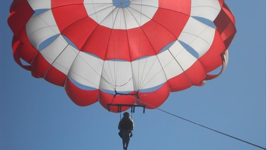 flying solo - tiqy, Parasailing