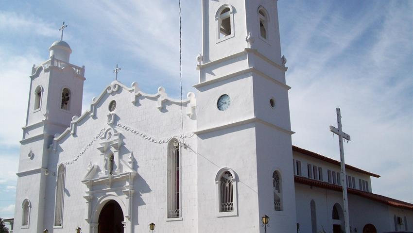 Catedral Juan Bautista, Aventura de Montaña y Cascada en Penonomé