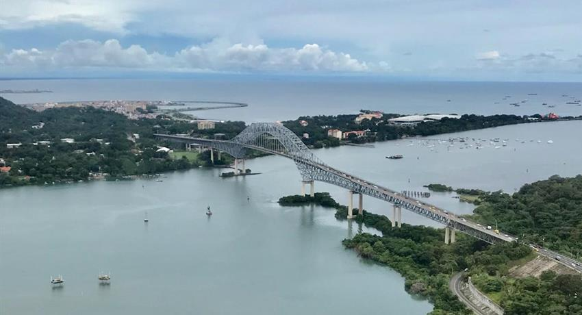 ROBINSON 44 RAVEN HELICOPTER PANAMA CITY TOUR 2, Robinson 44 Raven Helicopter Panama City Tour