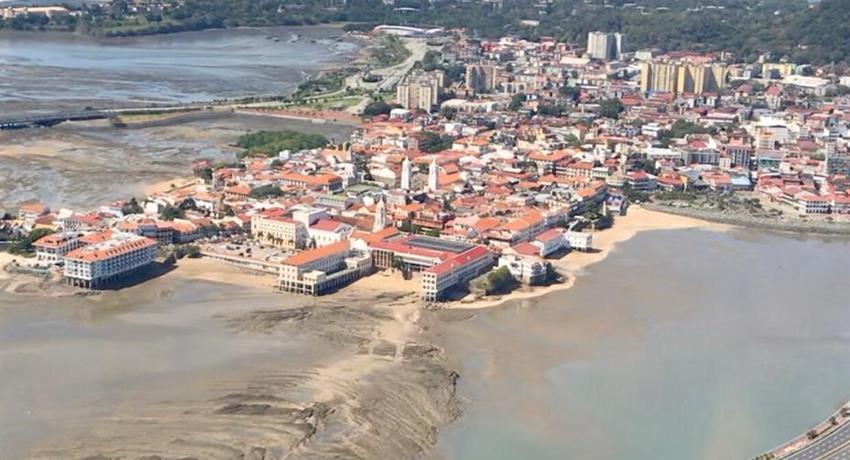 ROBINSON 44 RAVEN HELICOPTER PANAMA CITY TOUR 5, Robinson 44 Raven Helicopter Panama City Tour