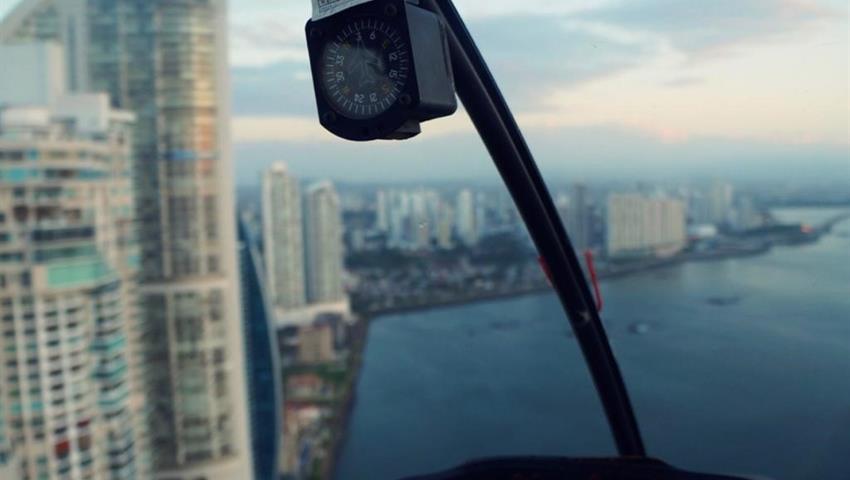 ROBINSON 66 HELICOPTER PANAMA CITY TOUR 4, Robinson 66 Helicopter Panama City Tour