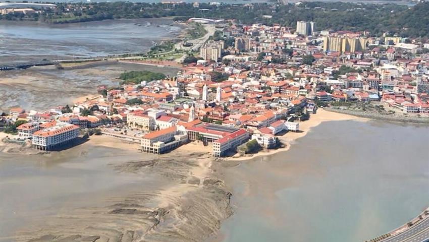 ROBINSON 66 HELICOPTER PANAMA CITY TOUR 5, Robinson 66 Helicopter Panama City Tour