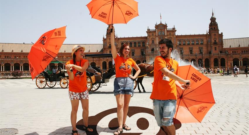 The orange umbrela team - Pancho Tours, Recorrido a El Alcázar Real y La Catedral