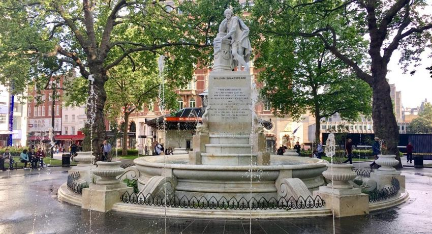 A Fountain in the centro of the plaza, Soho and Covent Garden tour