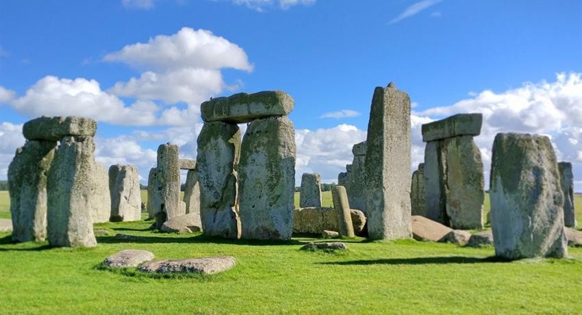 Stonehenge and Somerset Secrets - Tiqy, Stonehenge and Somerset Secrets